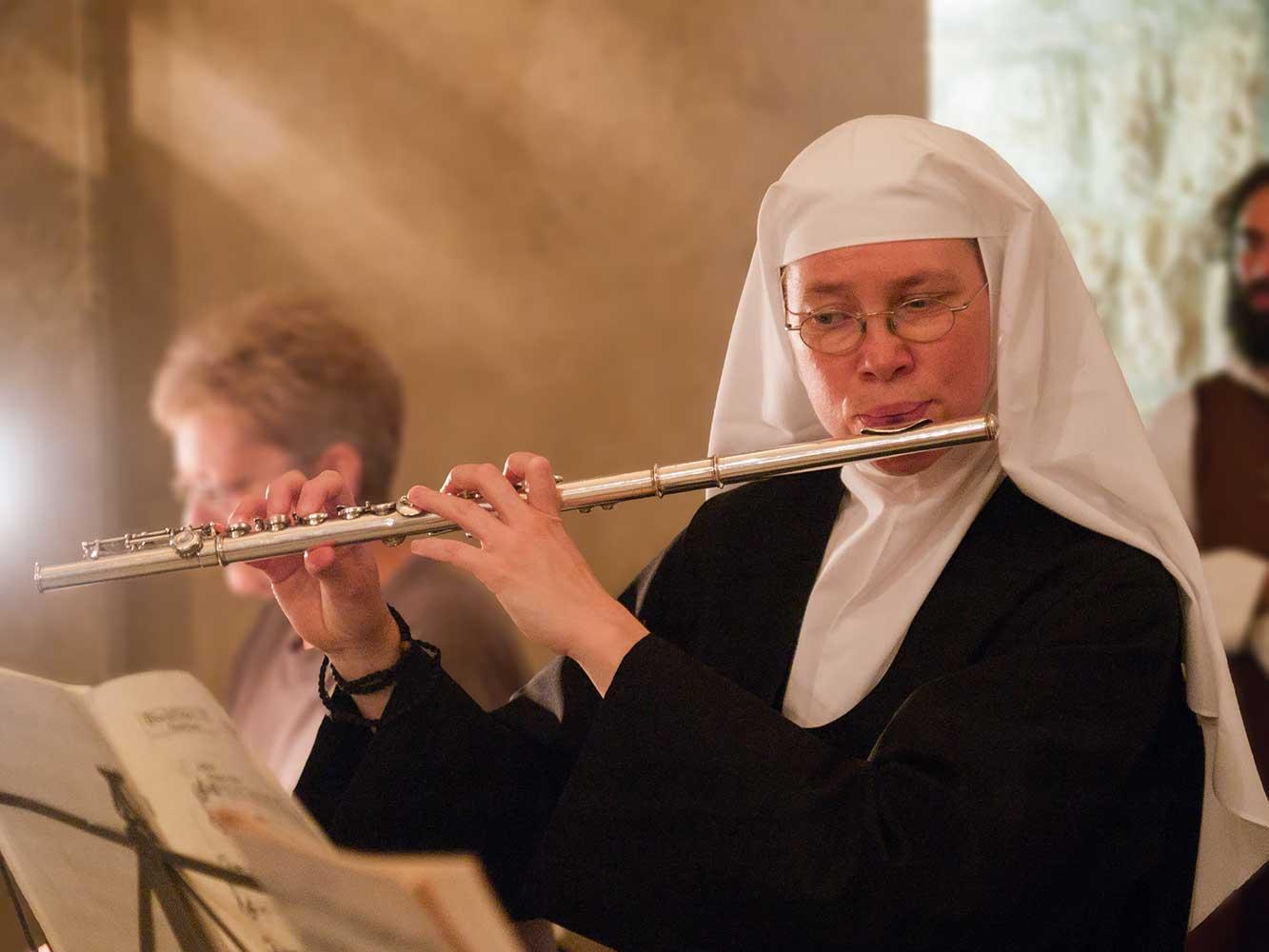 benedictines-abu-gosh-flutiste